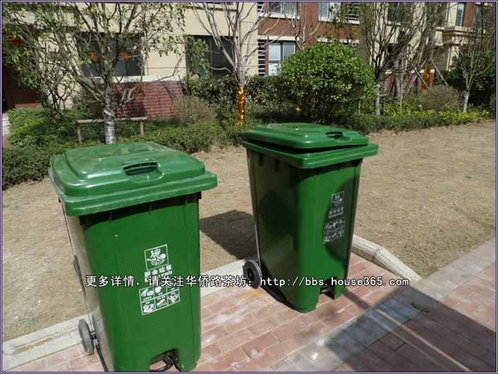 金色半山小区内的垃圾桶都是有分类的哦