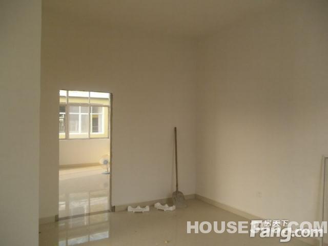 江畔成品3室2厅2卫101平米房精装