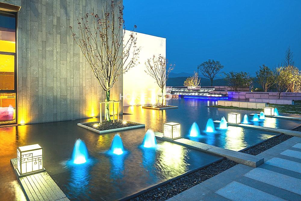 瑞安翠湖山售楼处夜景实景图