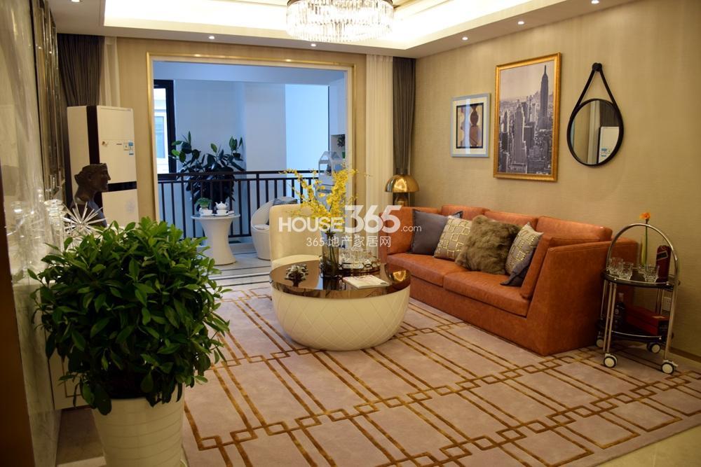 银亿东城C1户型样板间——客厅