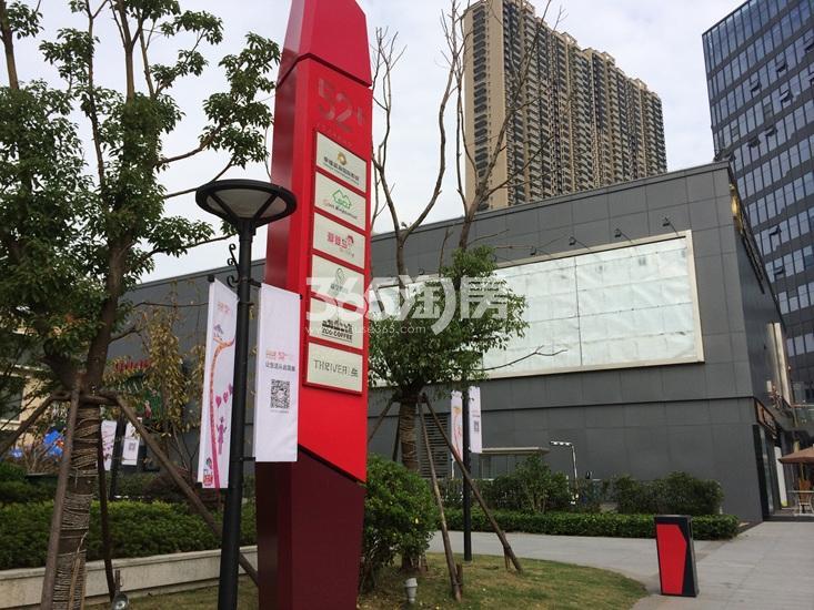 世茂外滩新城项目周边商业实景图(11.11)