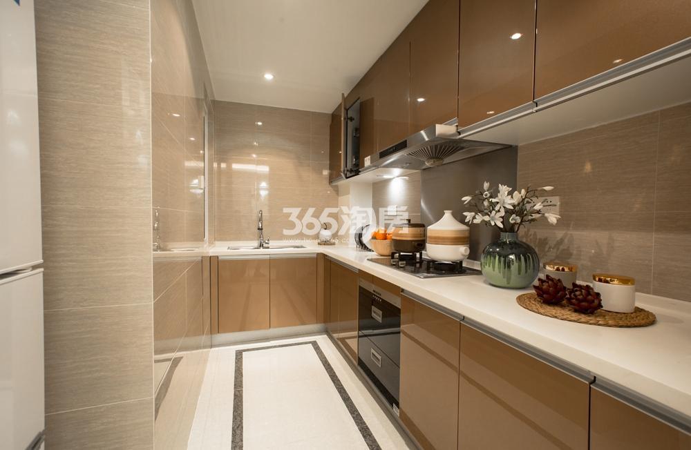 合景映月台85方样板房——厨房